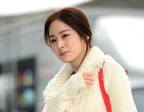 """Kim Tae Hee """"chất lừ"""" lên đường sang Trung Quốc"""