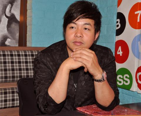Ca sĩ Quang Lê bán quyết định nhẫn 2 tỷ đồng để làm liveshow